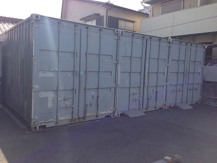 20フィートコンテナも、レンタル可能です。コンテナ内でのレストア作業もできます。 複数台保管や、大量のパーツ保管が可能。無料で工業用の大型棚も付属します。